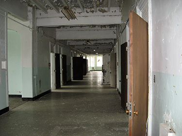 The unrestored children's ward on the second floor. Children with Down's syndrome, autism, or other disabilities were often housed in mental asylums. When they grew up, they would move to the adult wards, where they would spend the rest of their lives.
